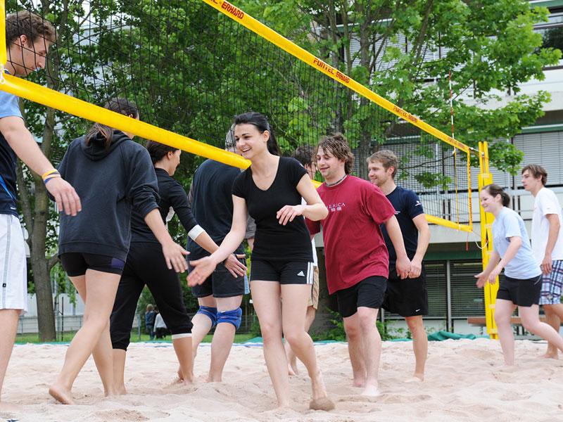 HHN students volleyball